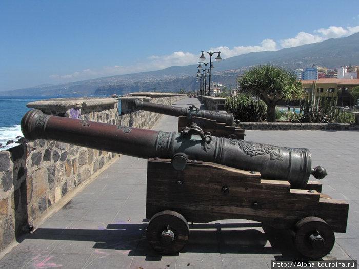 Площадь Европы. А пушки пиратские!