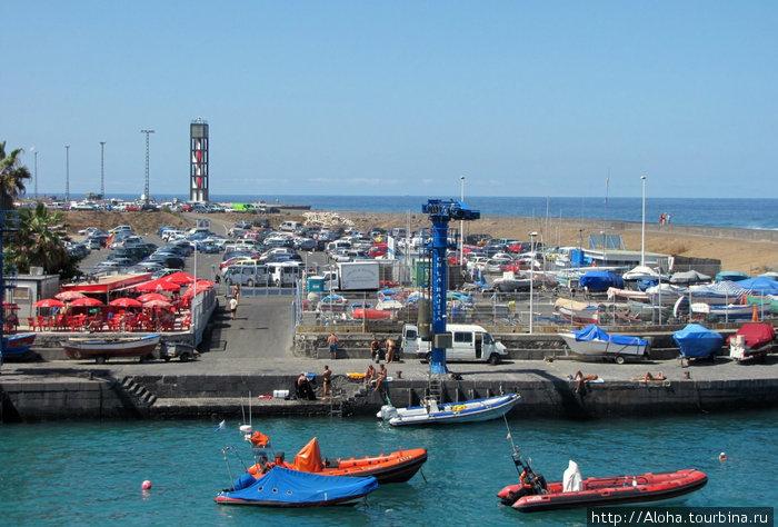 Порт у рыбацкой гавани и Plaza del Charco.