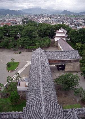 С верхнего этажа башни