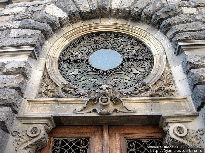 Фрагмент архитектурного декора.