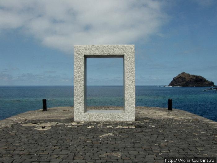Дверь без двери. Да еще и фрагмент (не сняла
