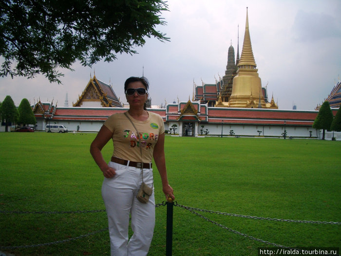 Большой Королевский Дворец (1783 г.) — резиденция тайских монархов, с великолепным парком и зданиями в традиционном тайском стиле.
