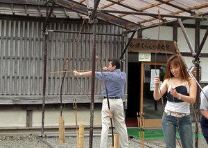 Место, где посетители могут пострелять из японского лука