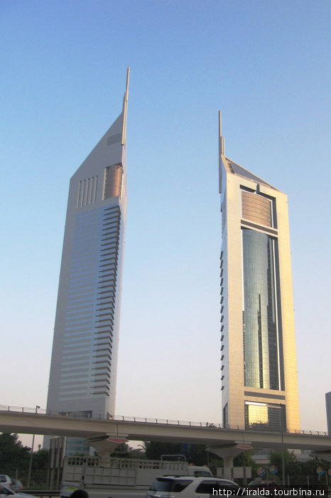 Сверкающие небоскребы на Шейх Заед Роуд–самой престижной улице Дубая, создают ощущение вполне европейского города. Украшением и гордостью улицы стали башни-близнецы серебристо серого цвета.