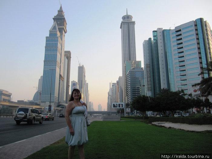 За последние 30 лет эмират Дубай преображался, архитектурные новшества изменили его вид от старинного восточного города до современного мегаполиса.