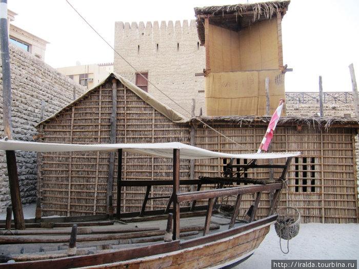 Дубайский Музей. Летний дом бедуина «барасти» со всем его нехитрым убранством. Как нам рассказала гид, что буквально 40 лет назад жители этой земли жили в таких домах.