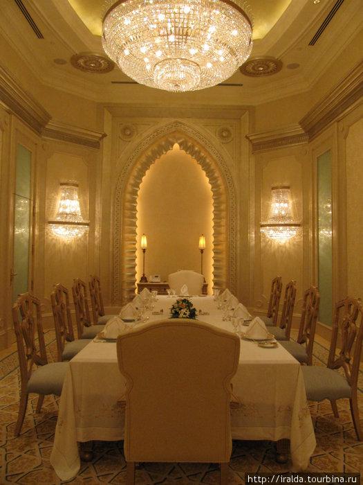 Emirates Palace.Здесь волшебная сказка обращается в быль, и вы становитесь участником неповторимого и незабываемого события.