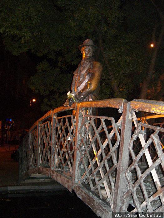 Скульптура Имре Надь. Фото сделано во время вечерней прогулки