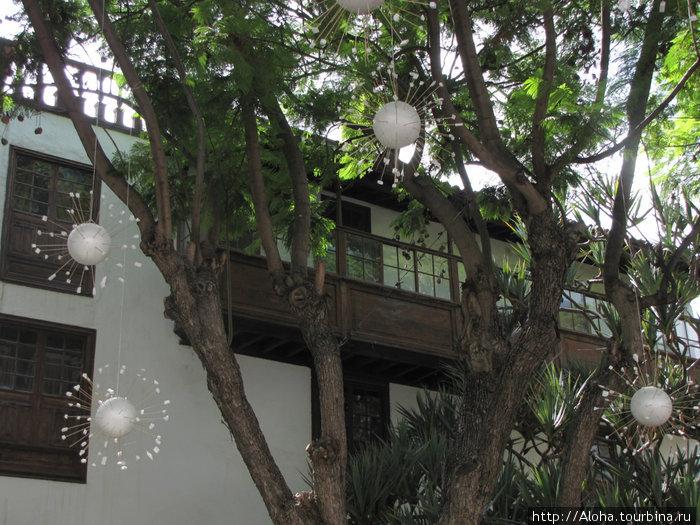 Старинные балкончики.