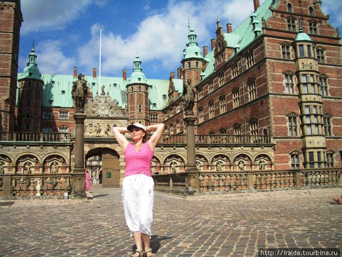 Фредриксборг – «ренессансная жемчужина Дании». Петр I гостил здесь. В дворцовой церкви проходит коронация датских королей. В тронном зале – приемы и оглашения указов.