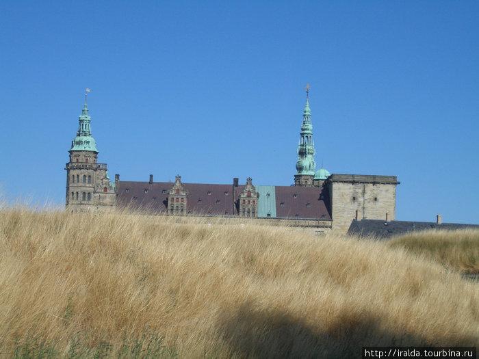 Крунуборг (Замок Короны)- находится под охраной ЮНЕСКО. Замок имел военное предназначение. Между Швецией и Данией за 160 л. было 6 крупных войн за Балтику. Он расположен в месте максим.сужения пролива