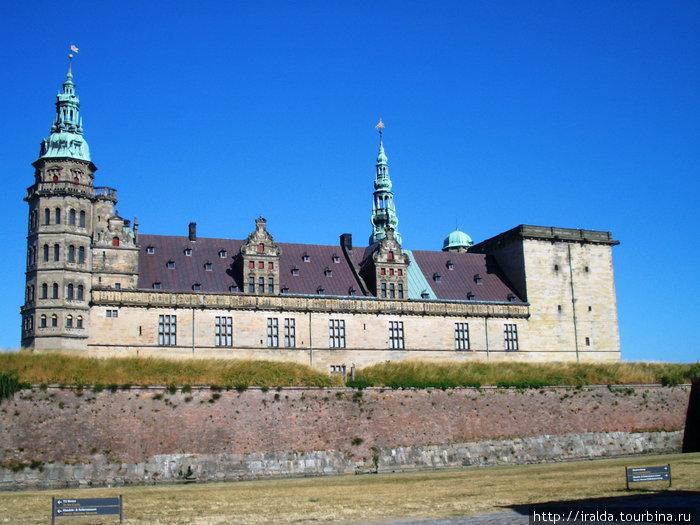 Крунуборг.С его стен хорошо простреливались суда, проходившие мимо.Много лет Дания получала таможенную подать со всех проплывающих кораблей. Самое большое архитектурное сооружение в Скандинавии.