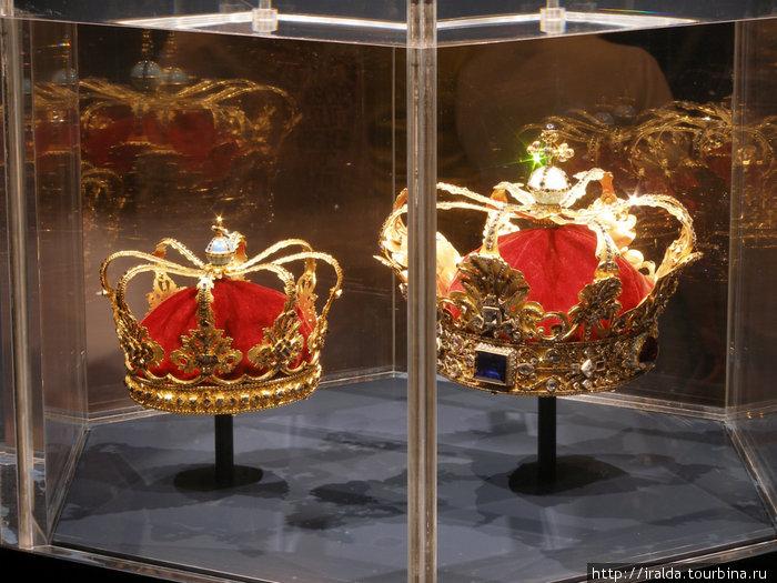 Замок Розенборг. Сегодня замок представляет собой музей, собравший в себе датскую королевскую хронологическую коллекцию.