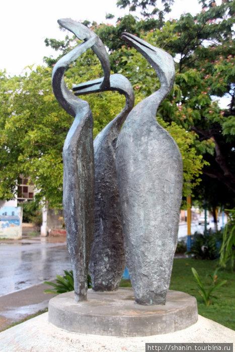 Статуя пеликанов в Пампатаре