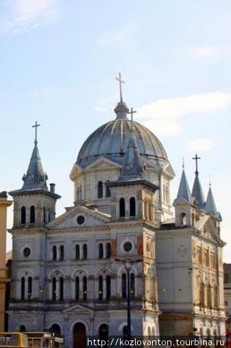 Собор Святого Духа открывает вход на Пётрковскую.