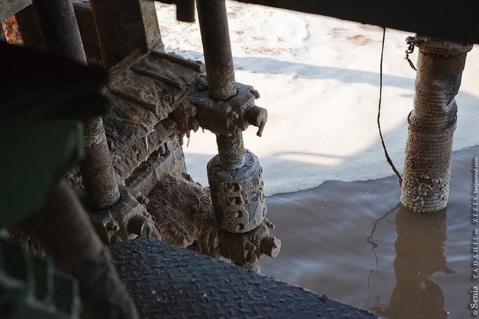 Два резака-разрыхлителя со скоростью примерно 36 об/мин. дробят соляной пласт на мелкие куски в 5-35 мм.