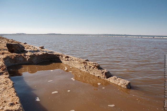 После прохода комбайна остается вот такой след шириной чуть больше метра. Резаки сменные и еще несколько лет ширина выработки была два метра.