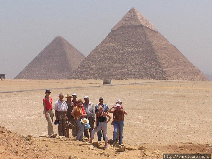 Египетские пирамиды в Гизе.