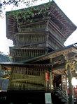 Сазаэ-до, храмовое здание уникальной архитектуры. Построено в форме спирали, и путь вниз не повторяет путь наверх.