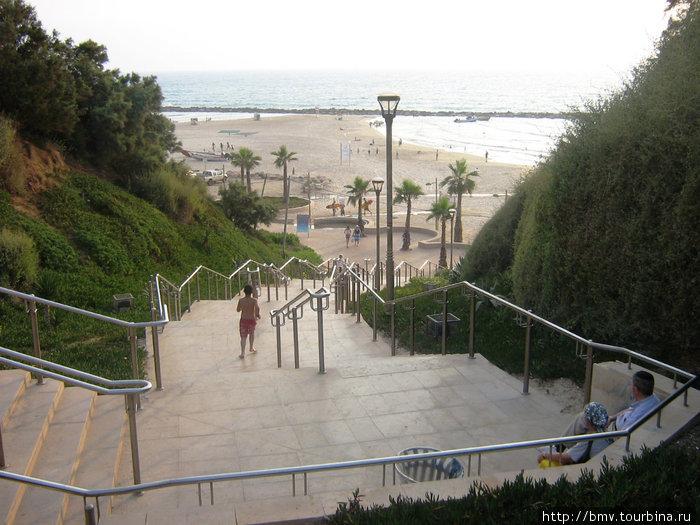 Лестница к морю в Нетании.