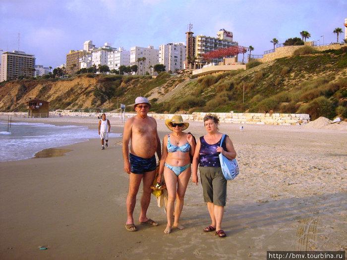 Мы на пляже в Нетании.