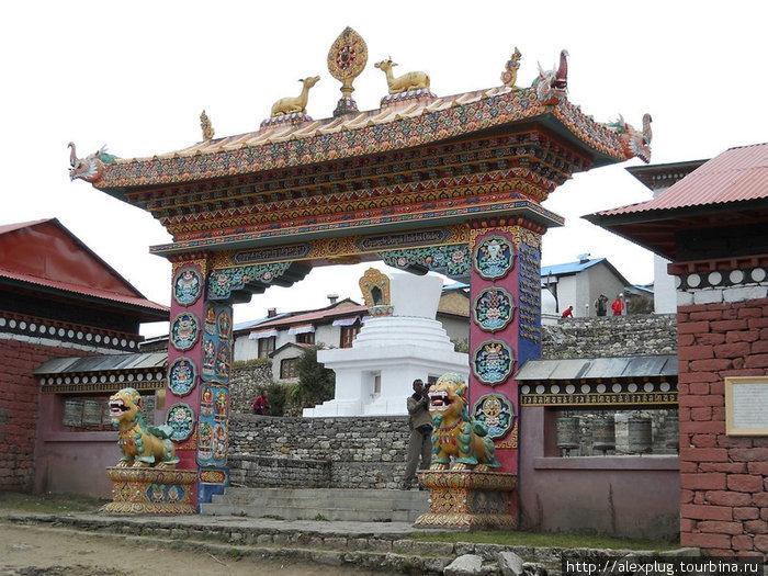 Ворота монастыря Тенгбоче