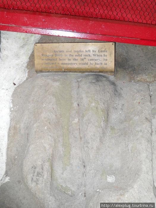 Отпечатки ступней Ламы Сангвы Джордже