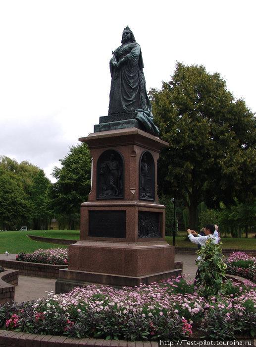 Памятник английской королеве Виктории в Крайстчёрче