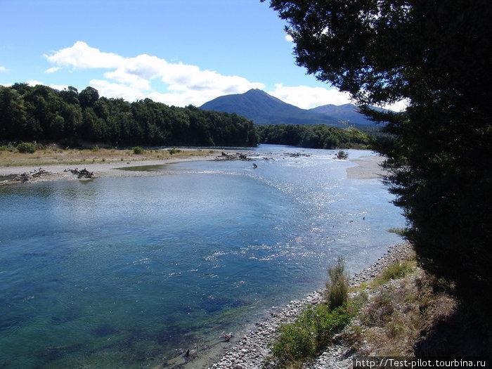 Река в