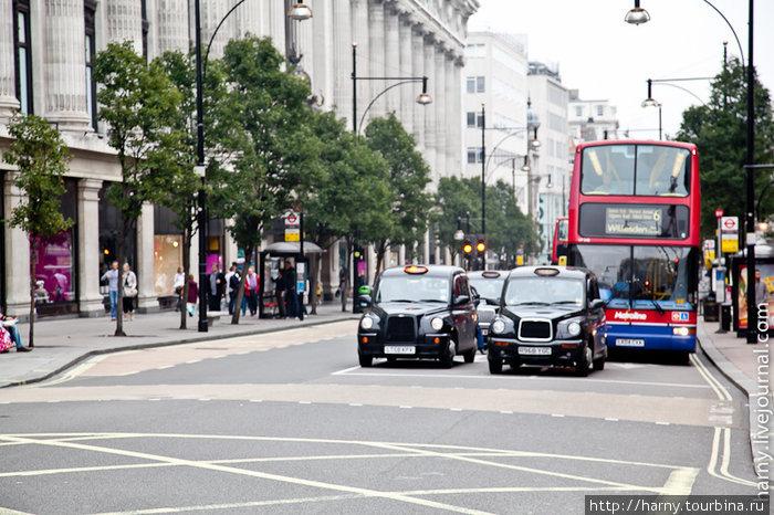 Двухярусный автобус и такси