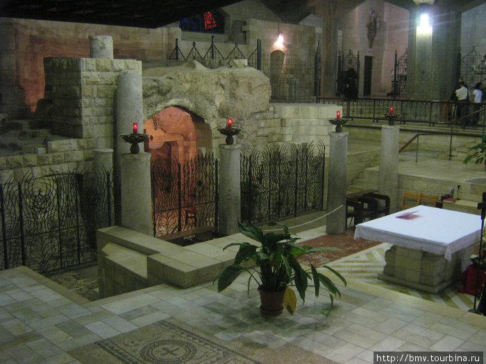 Горлица Марии в Храме Благовещания в Назарете.
