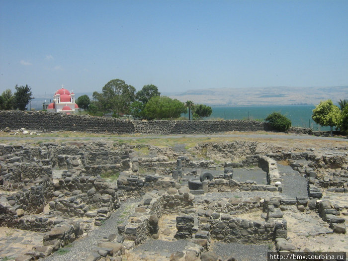 Копернаум и озеро Кинерет.