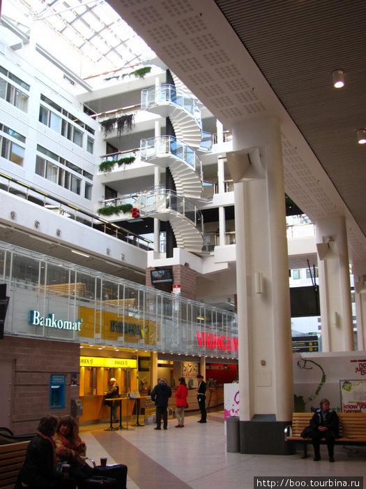 Автовокзал находится у Stockholm Central Station внутри туристического центра.