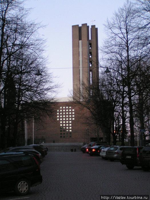 Церковь сбоку