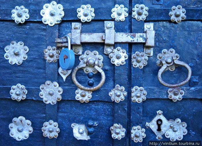 Дверь в Спасо-Преображенский собор.
