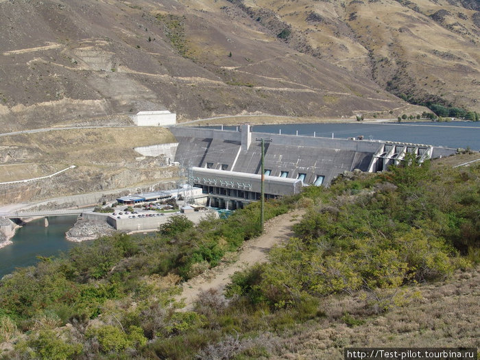 Гидроэлектростанция на реке Клузе, снабжающая электричеством весь виноградарский район Южного острова