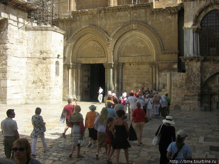 Вход в Храм Гроба Господня.