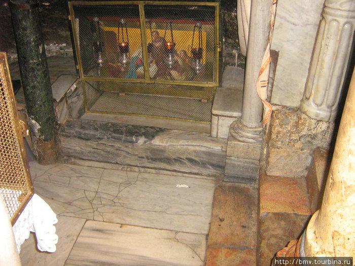 Православный надел в Храме Рождества в Вефлиеме.