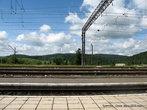 От жд платформы видна польская территория.
