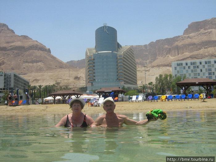Мертвое море на фоне отеля.