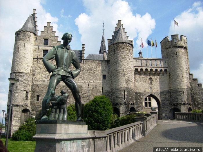Антверпен – красивейший город, занимающий среди городов Бенилюкса особое место благодаря своим культурным и историческим достопримечательностям.