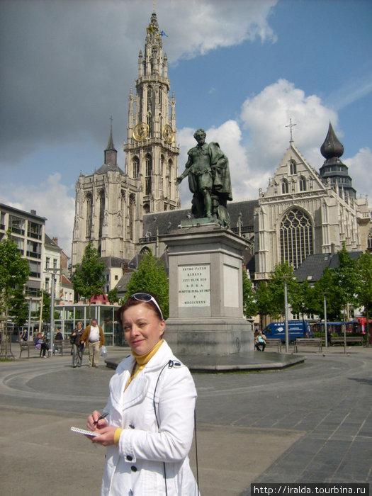 Антверпен -родина Рубенса. Памятник Рубенсу.Импозантную башню кафедрального собора Богоматери, самую высокую церковную башню Бенилюкса, видно издалека.