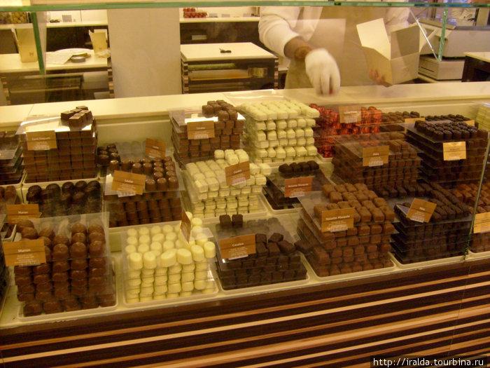 Очень большое количество (более 500 имен) по всей стране семейных шоколадных кондитерских.
