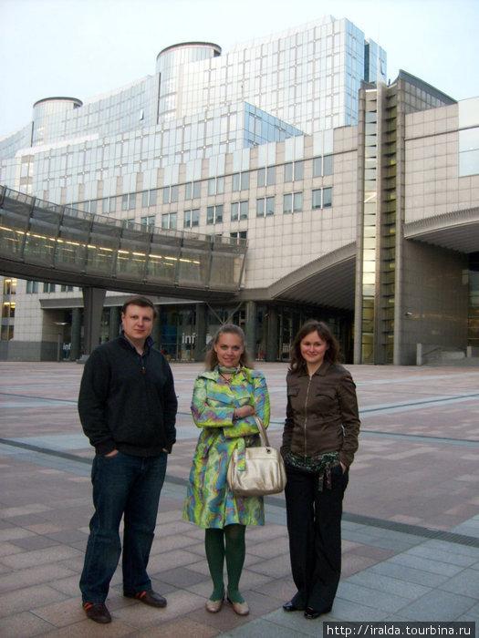В наши дни Брюссель в первую очередь считается местом пребывания бизнесменов и дипломатов. Здесь располагаются центральные органы Европейского Союза и Бенилюкса.