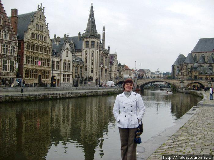 Граслей  — одна из самых красивых набережных Гента, расположенная в старом средневековом порту. Вдоль нее находятся красивые дома гильдий XVI и XVII веков.