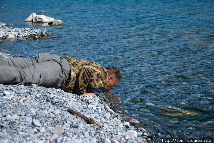 Эту воду действительно хочется пить прямо из озера. Видите, я не шутил и не обманывал...