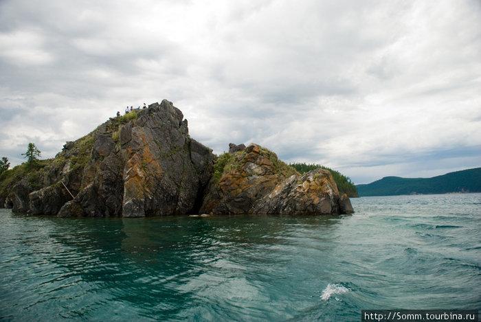 Каменный мыс — конечная точка экскурсии по озеру.