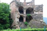 То что осталось от пороховой башни замка