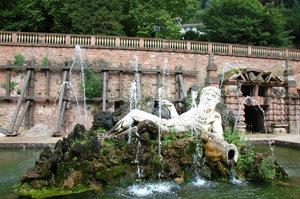 Хайдельберский замок.Скульптурное изображение Рейна.