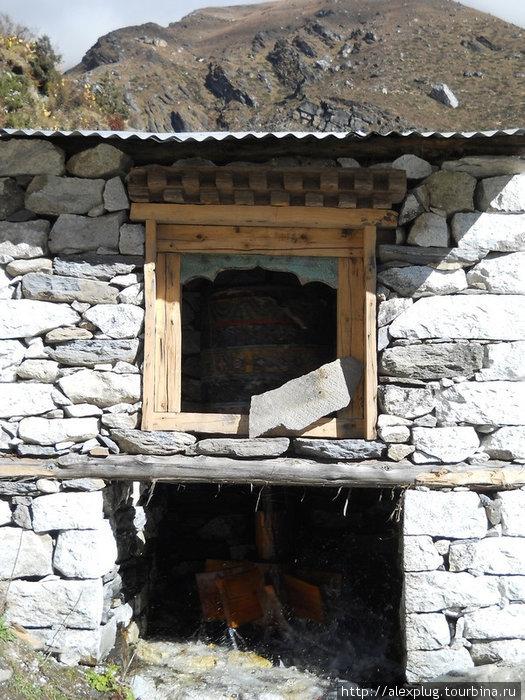 Молитвенный барабан с водяным приводом